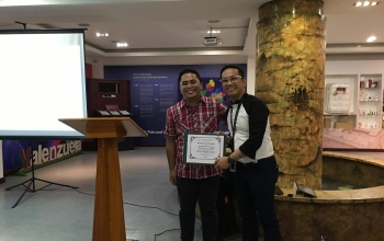 Dean Datuon delivers lecture to AP teachers